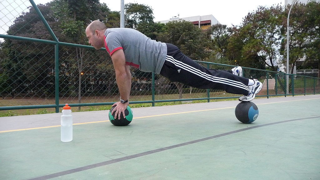 3 упражнения с медицинска топка
