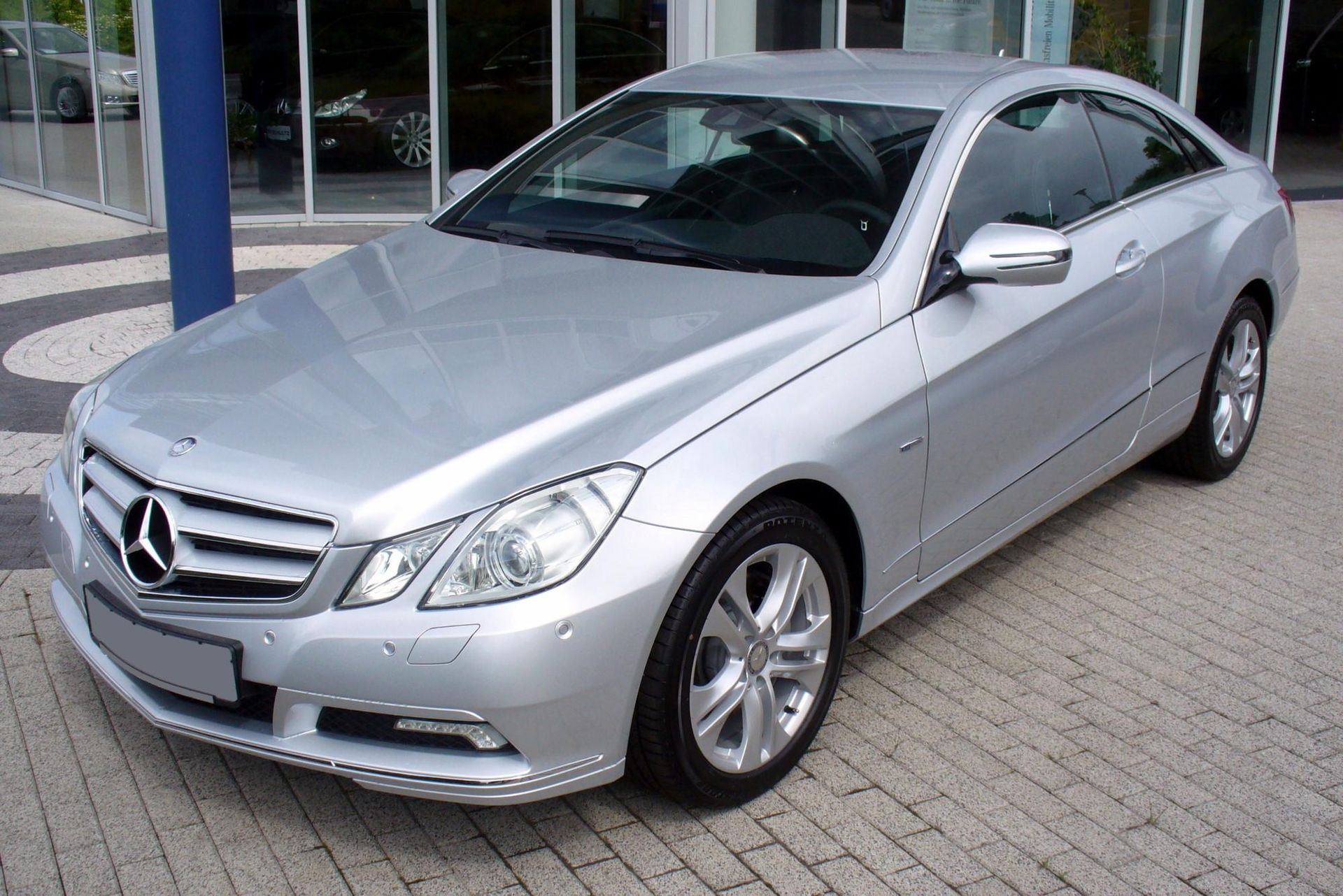 Mercedes benz e class c207 wikipedia for Mercedes benz maker