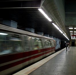 Metro station in bucharest june 2003 c.jpg