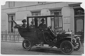 M.H. Laddé - M.H. Laddé at the wheel of his Willys-Knight in front of his house in Nigtevecht