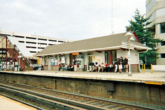 Mineola station (LIRR) - The second shelter across the tracks