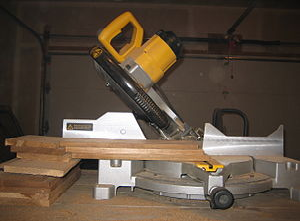 Electric miter saw