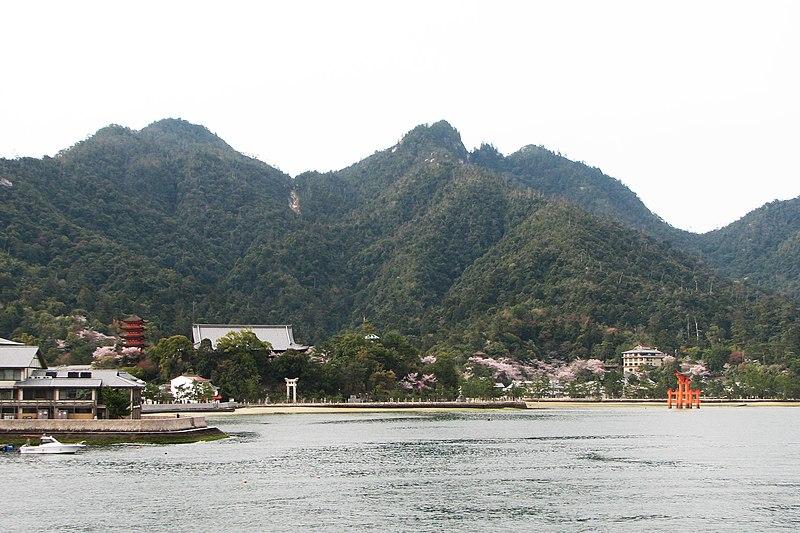 800px-Miyajima_Island.jpg