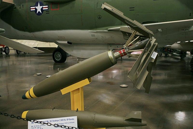ファイル:Mk. 81, Mk. 82 Bombs (2834533691).jpg