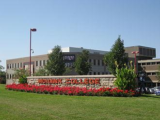 Fennell Avenue (Hamilton, Ontario) - Mohawk College (Fennell campus)
