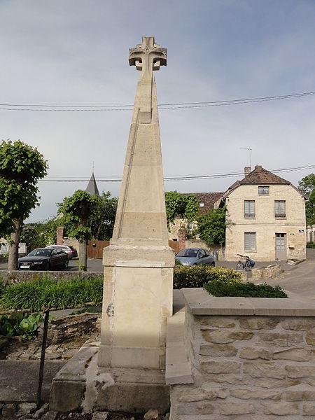 Montchâlons (Aisne) stèle avec croix