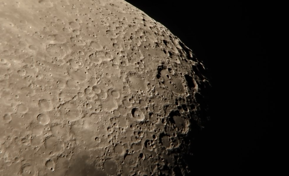 [Pilt: lossy-page1-983px-Moon_southern_hemisphere_tak.tif.jpg]