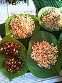 Mot daeng. fourmis rouges, les œufs (kai mot daeng), les larves(plus petites) et enfin les insectes..jpg