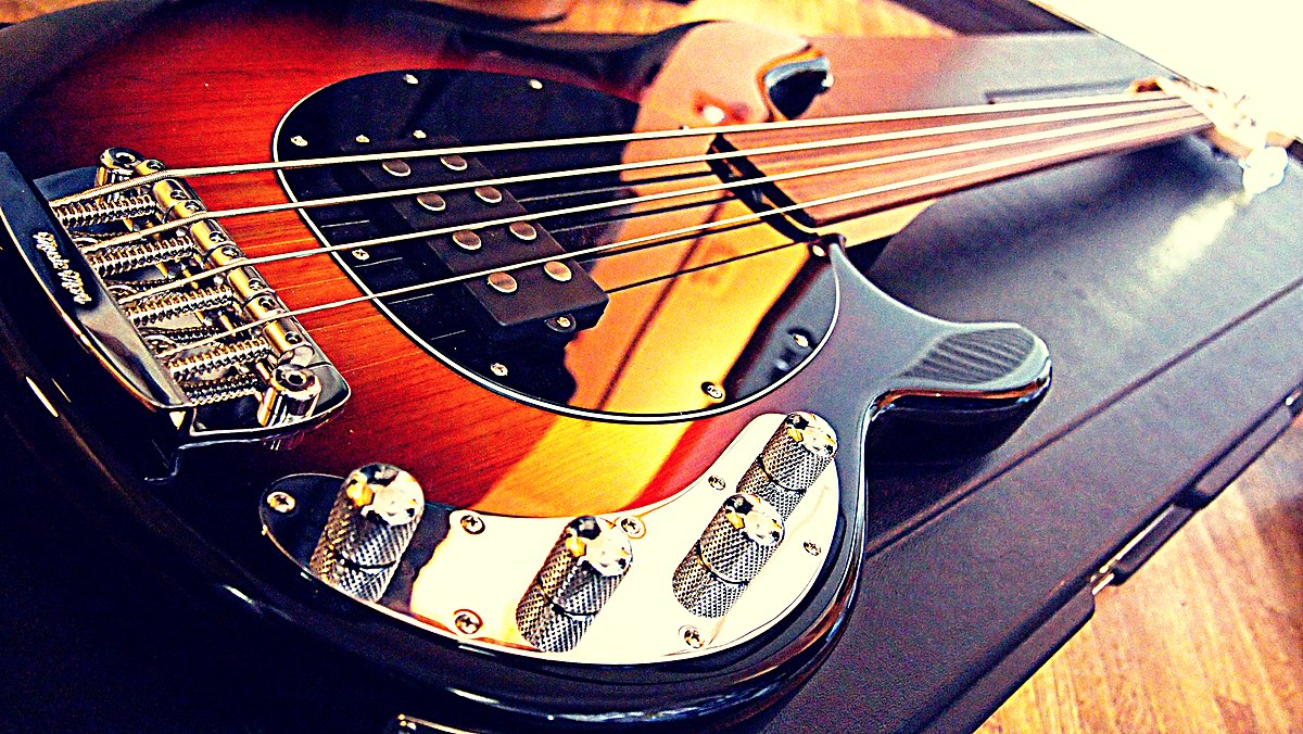 file music man stingray fretless bass body angled wikimedia commons. Black Bedroom Furniture Sets. Home Design Ideas