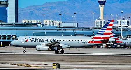 N664AW American Airlines 2001 Airbus A320-232 - cn 1621 (22281222688).jpg