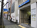 Nagoya-subway-H03-Iwatsuka-station-entrance-3-20100316.jpg
