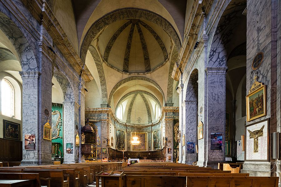Français:  Nef de l'église Notre-Dame-et-Saint-Nicolas de Briançon (France).