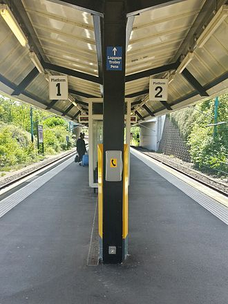 Newcastle Airport Metro station - Station platforms