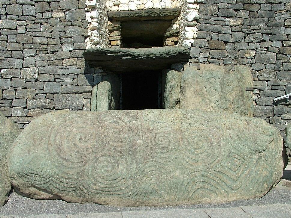 Newgrange Eingang Stein