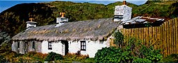 Photo of a Thatched cottage by Irish Sea