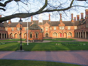 English: Nicholas Chamberlaine Almshouses, Bed...