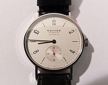 f8829b080978 XX e siècle, les montres-bracelet et les montres à quartz modifier    modifier le code