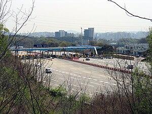 Yeongdong Expressway - Image: North Suwon IC 2009 04 18