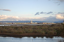 Oakland Airport, from the north (4394528196) (3)