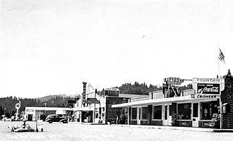 Oakridge, Oregon - Highway 58 in Oakridge, circa 1925