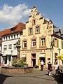 Offenburg, Hirschapotheke und Löwenbrunnen.jpg