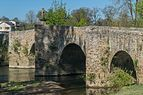Old bridge upon Aveyron River in Montrozier.jpg