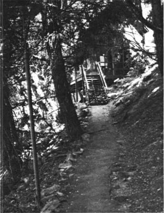 Oregon Caves Historic District - Image: Oregon Caves NM Trail to Guides Dormitory
