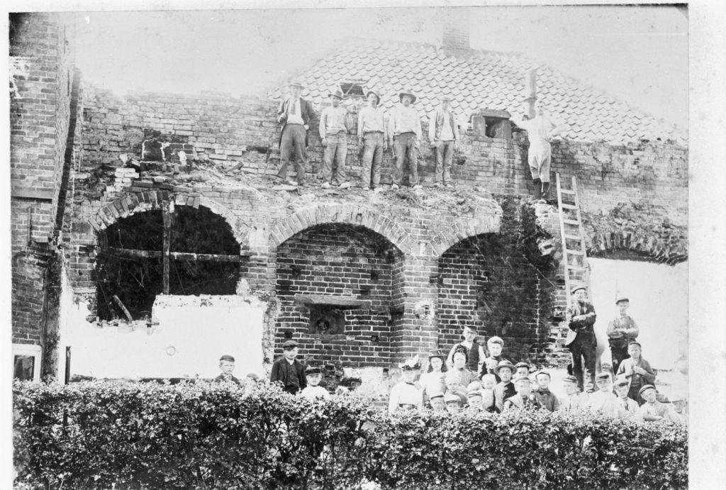 File oude vestingmuur ontdekt bij het verbouwen van een huis oldenzaal 20172647 - Het upgraden van m ...