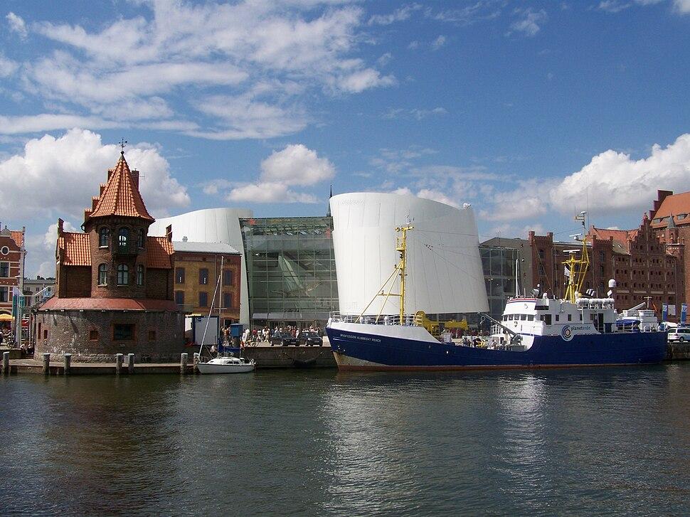 Ozeaneum Stralsund, Ansicht vom Hafen