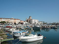 https://upload.wikimedia.org/wikipedia/commons/thumb/7/70/P1000359_Saint_Raphael_et_son_port_de_plaisance.JPG/240px-P1000359_Saint_Raphael_et_son_port_de_plaisance.JPG