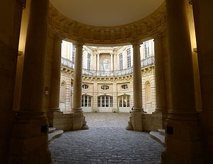 Hôtel de Beauvais - View from the rotunda vestibule into the courtyard