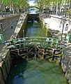 P1250209 Paris X canal St-Martin ecluses du temple passerelle des Douanes rwk.jpg