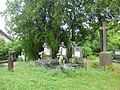 Papi sírok az únyi katolikus temetőben.jpg