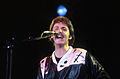 Paul McCartney, 1976 01.jpg