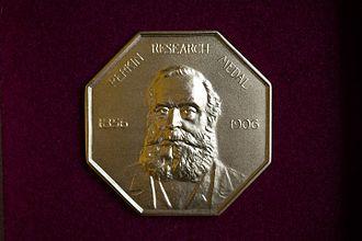 Perkin Medal - Image: Perkin Research Medal 1906 Inno Days 061