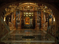 La tumba de san Pedro vista desde las Grutas Vaticanas.