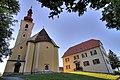 Pfarrkirche und Pfarrhof Kumberg, Österreich.jpg