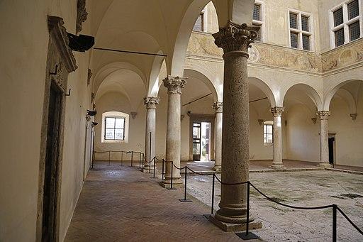 Pienza, Palazzo Piccolomini, courtyard