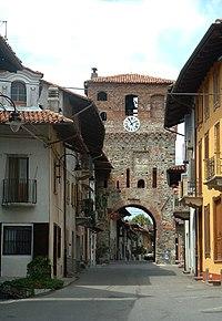 Pivron - Tor romànica.jpg