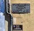 Plaque de cocher et plaque de la rue de la Liberté à Embrun.jpg