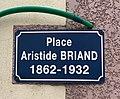 Plaque de la place Aristide Briand (Niévroz).jpg