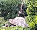 Polująca Diana we wrocławskim Parku Szczytnickim na skwerze Zbyszka Cybulskiego.jpg