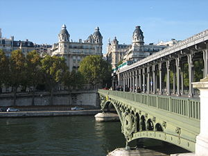Pont de Bir-Hakeim, Paris October 19, 2008.jpg
