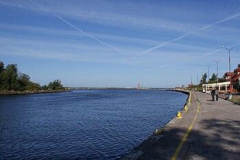 English: Entrance canal of the port Polski: Kanał wejściowy do portu Mrzeżyno – ujście rzeki Regi