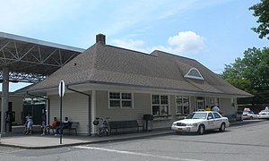 Port Washington (LIRR station) - The station in summer
