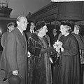 Prins Bernhard en Prinses Beatrix terug, koningin Juliana kwam ze afhalen op Sch, Bestanddeelnr 917-0634.jpg