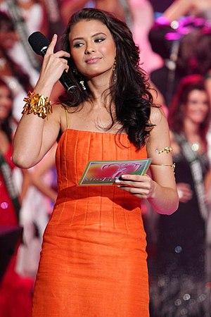 Priscilla Meirelles - Miss Earth 2004