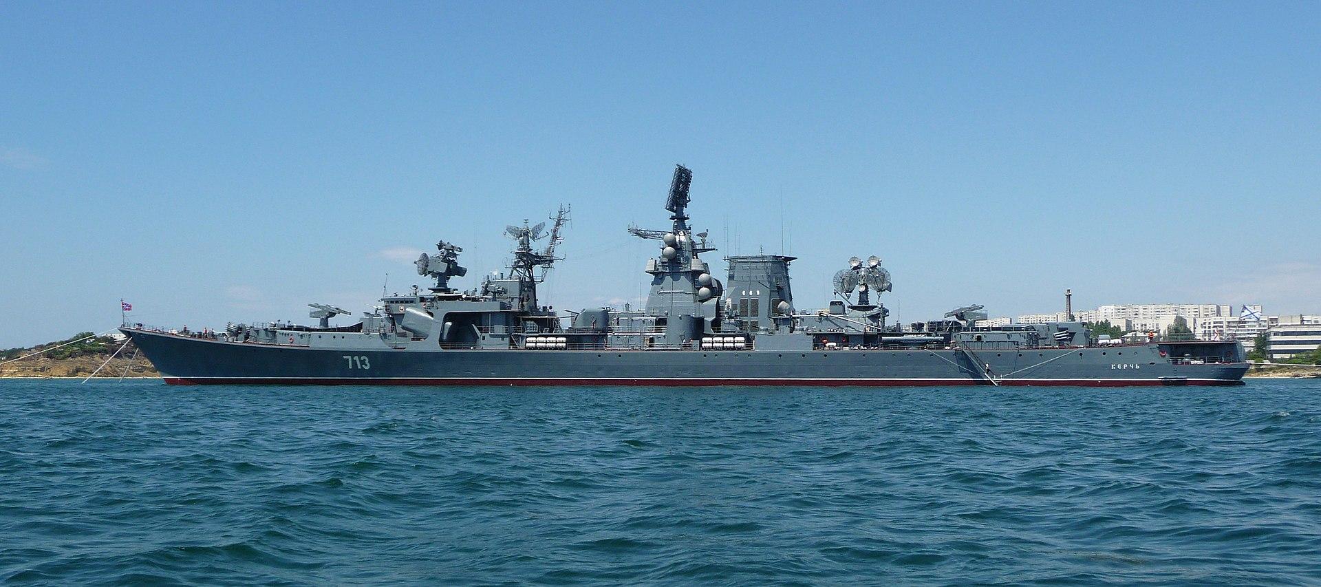 """وزارة الدفاع المصرية :  روسيا تهدى مصر أحد لنشات الصواريخ المتطورة من طراز """"مولينيا""""  1920px-Project_1134B_Kerch_2009_G1"""