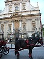 Przed kościołem Świętych Apostołów Piotra i Pawła - postój dla dorożek(dorożkarska pętla) - panoramio.jpg
