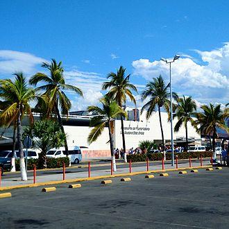 Licenciado Gustavo Díaz Ordaz International Airport -  Airport's exterior in 2015